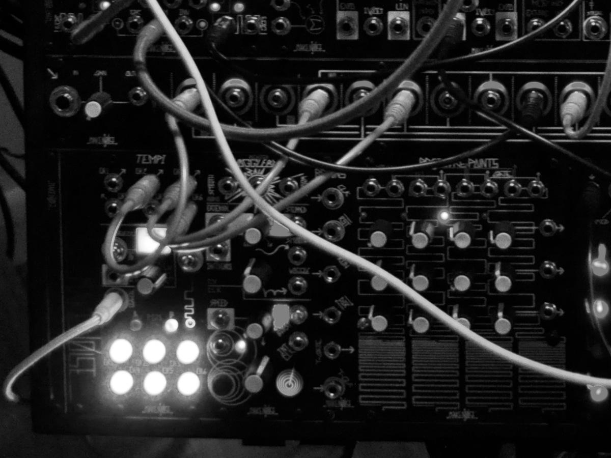 DIGITAL ANALOG CLOUDS - Aeph Studio Closeup 1 bw